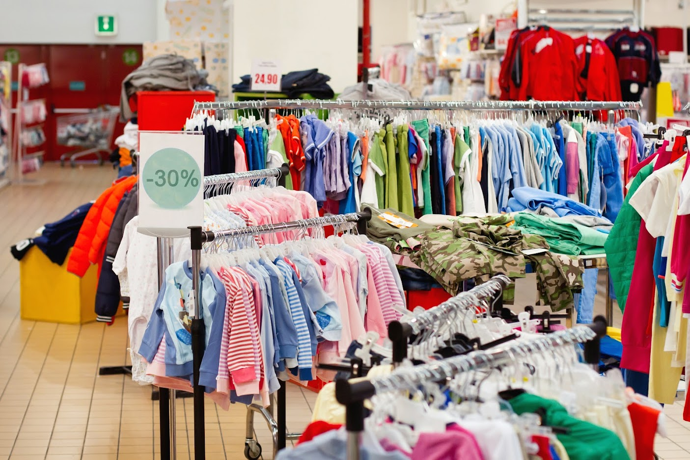4 Ways to Use Storage Units for Summer Clearance Purchases